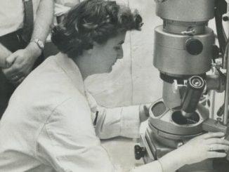 सन् १९६३ मा टोरन्टोको ओन्टारियो क्यान्सर इन्स्टिच्यूटमा जुन एल्मेडा। तस्बिर: बिबिसी